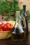 Olive_oil_and_tomatoes_1